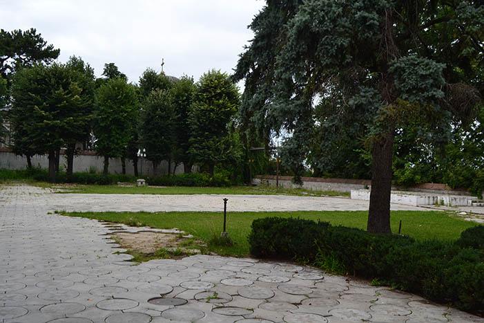 Curtea Palatului Ghica din Tei