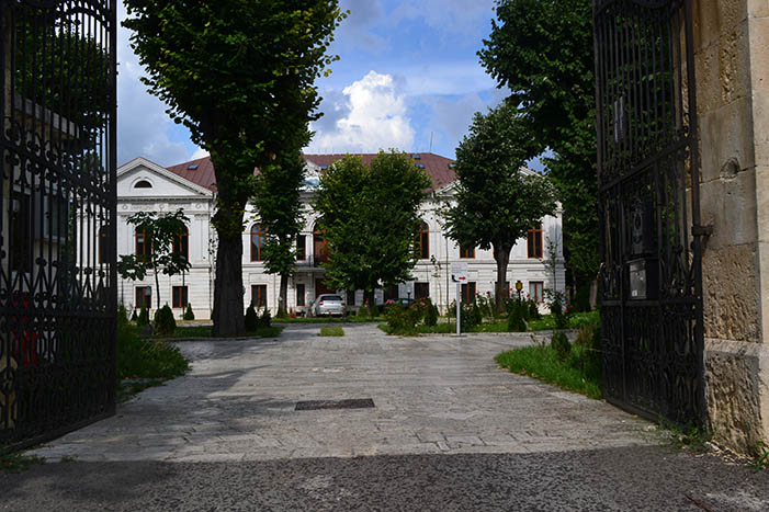 Curte Palatul Ghica