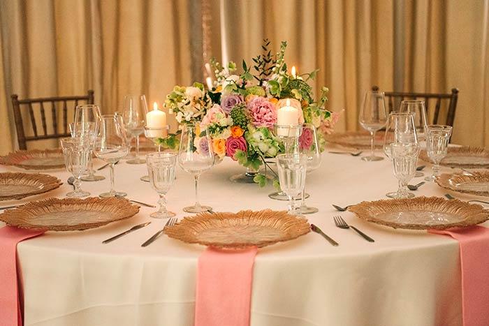 Sala de bal cu aranjamente frumoase