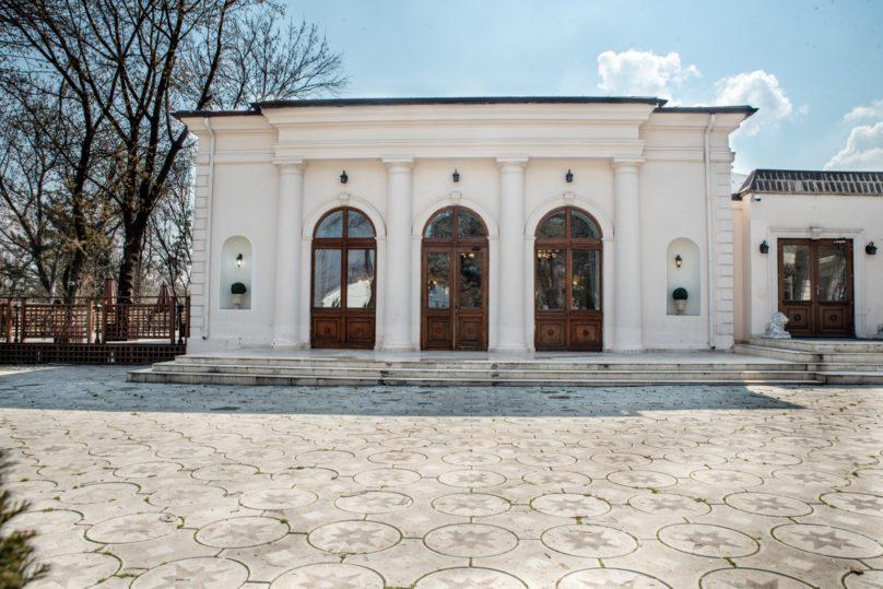 Intrare sala cavalerilor Palatul Ghica