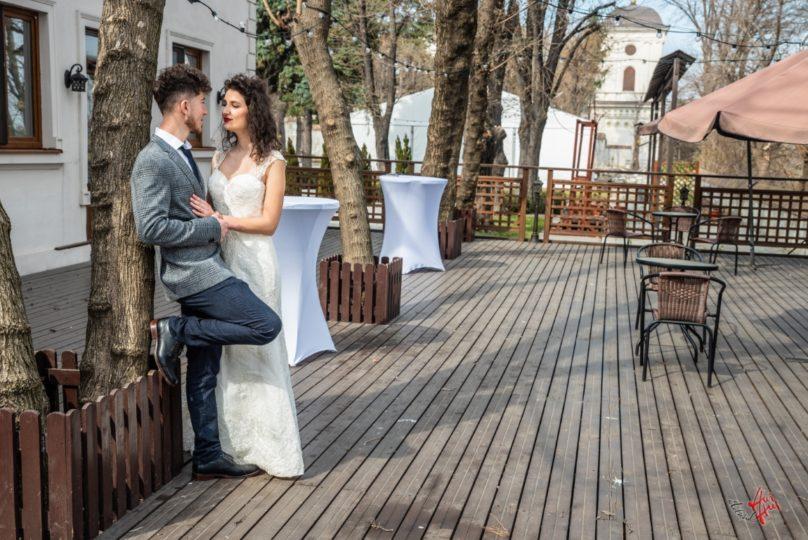 Sedinta foto romantica la Palatul Ghica